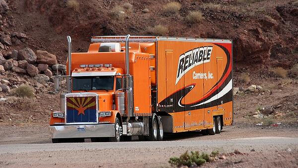 Guide on Starting a Trucking Company with Commercial Truck Financing - commercial truck